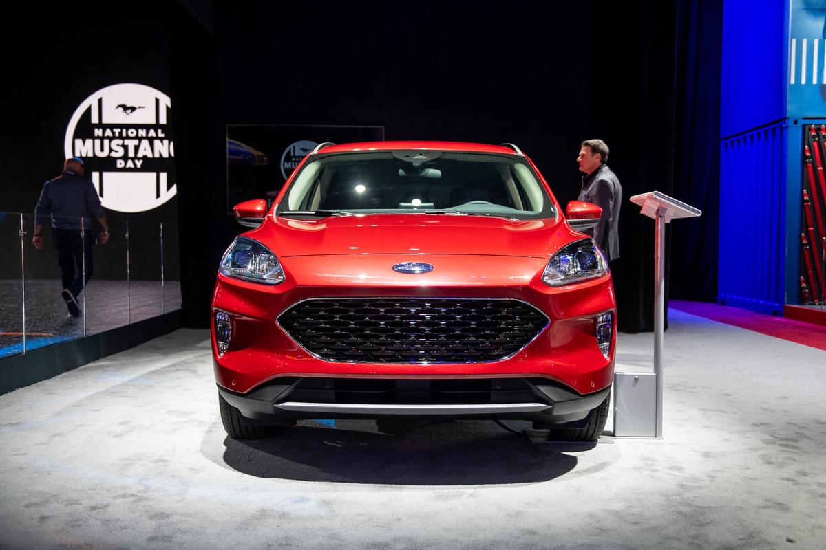 Ford Escape thế hệ mới thêm phiên bản hybrid