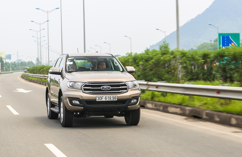 Ford Everest Ambiente – lựa chọn mới cho xe chuyên chở khách du lịch