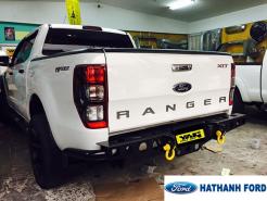 Cản sau Ford Ranger có móc kéo hàng