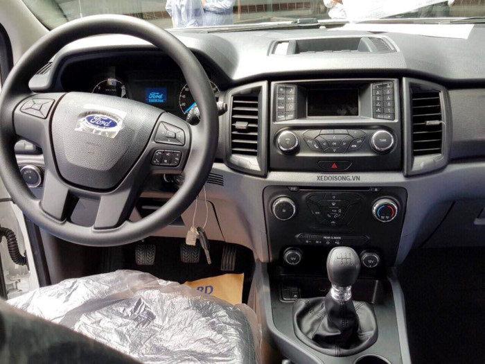 Ford Everest Ambiente 2.2L 4×4 MT8
