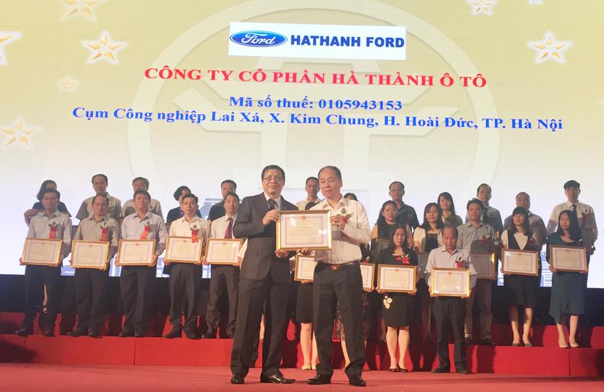 ha-thanh-ford-nhan-bang-khen-nguoi-nop-thue-2016