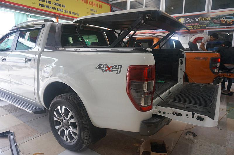 nap-thung-xe-ban-tai-ford-ranger